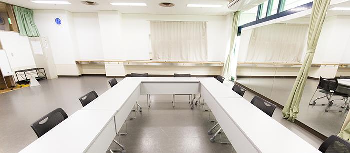 練習室A(机・ロの字)
